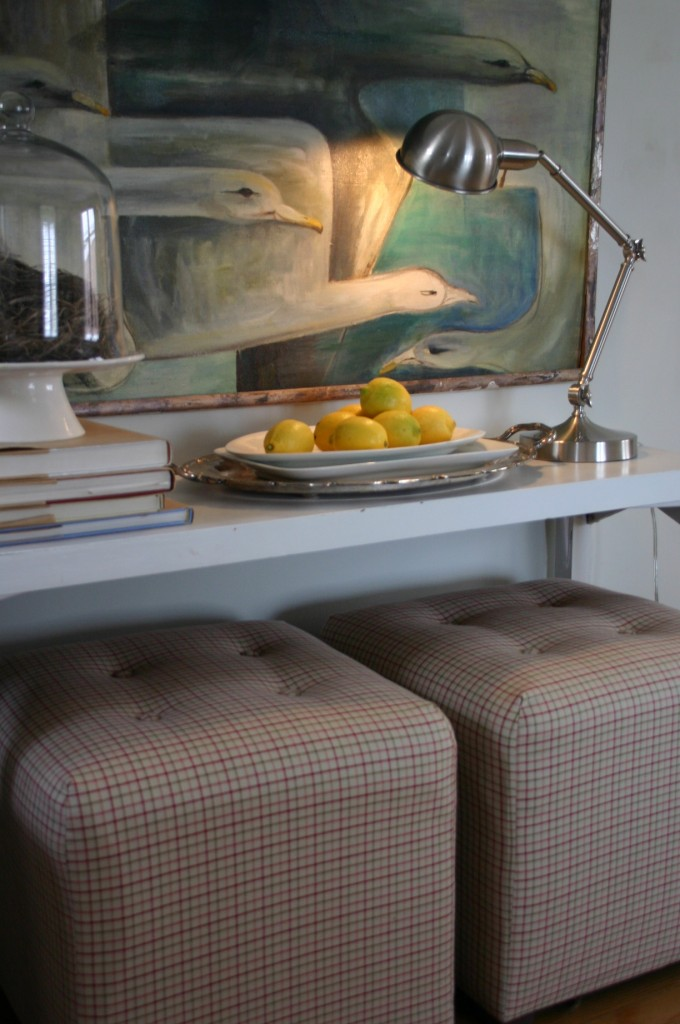 Trays of lemons, clementines or apples can also add a fresh feeling to a room.