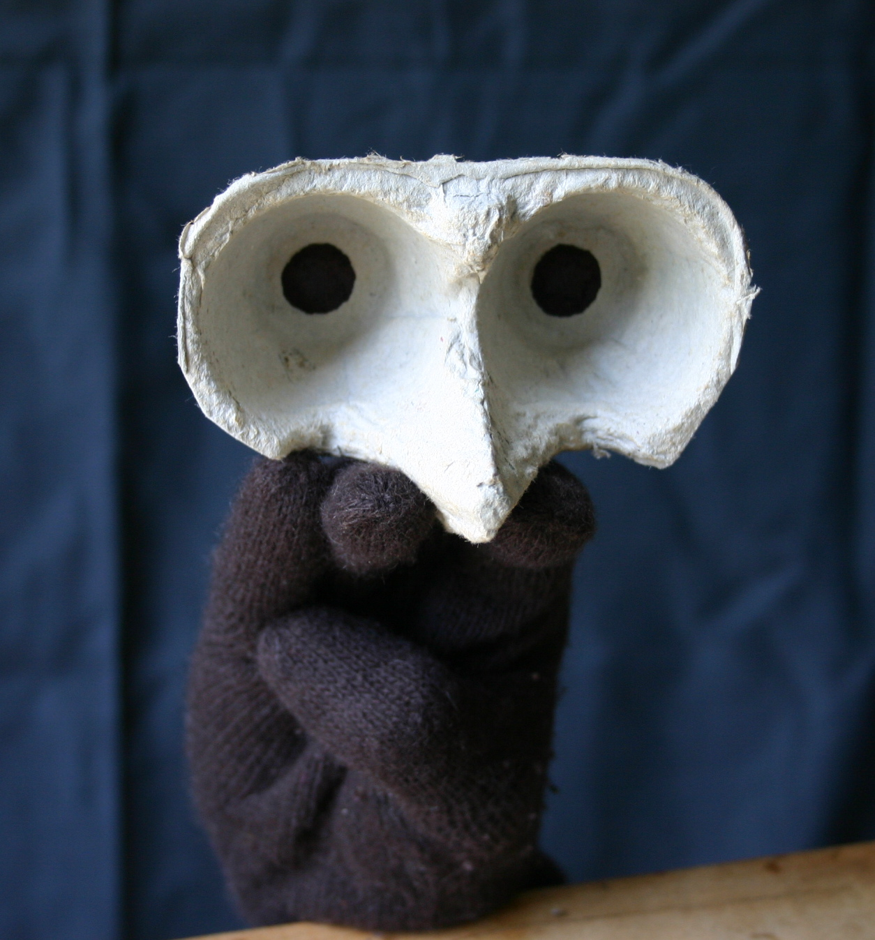 A dark glove and part of an egg carton are used to make this maumenshanz hand puppet.