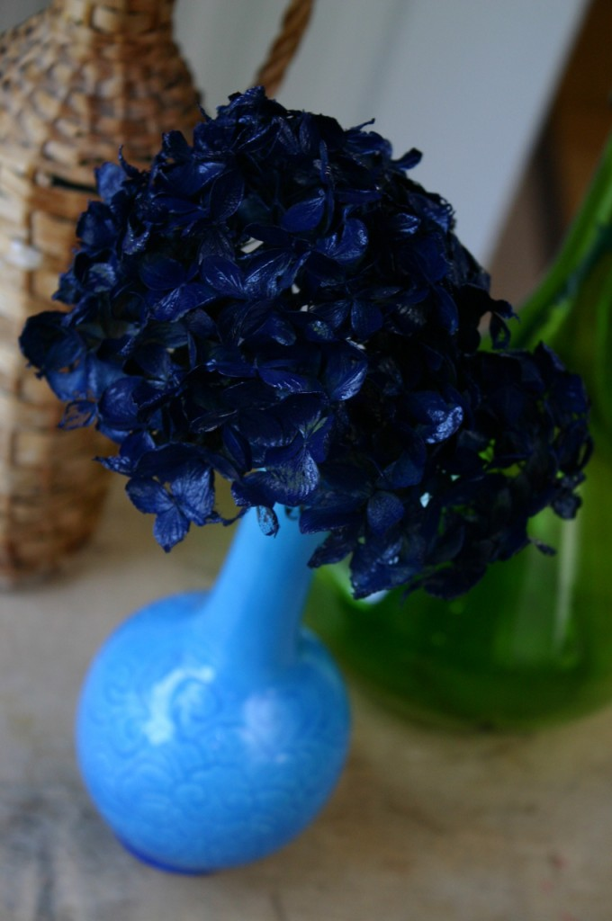 Spray Painting Dried Hydrangeas Family Chic By Camilla Fabbri 169 2009 2018 All Rights Reserved