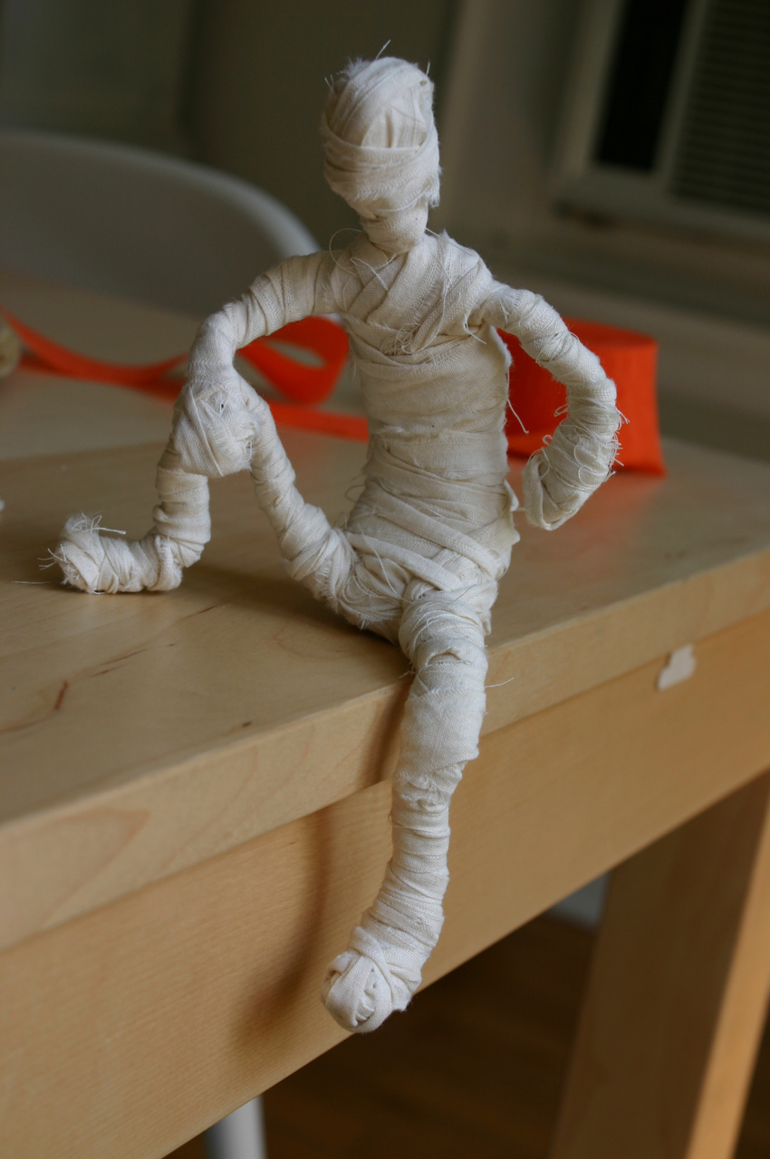let your mummy - Halloween Mummy Crafts
