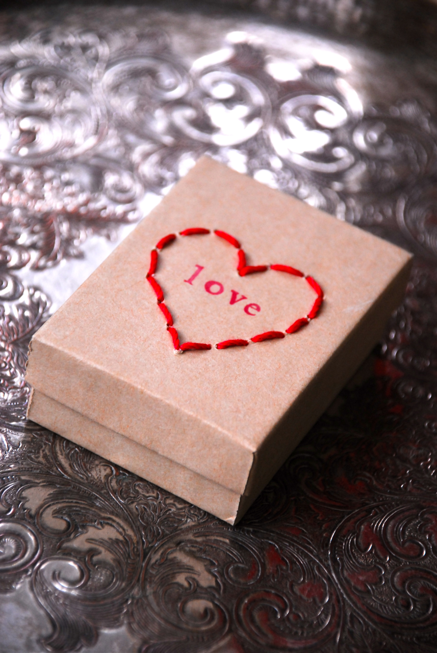 Stitched Heart Box | Family Chic by Camilla Fabbri ©2009-2018. All rights reserved. The blog