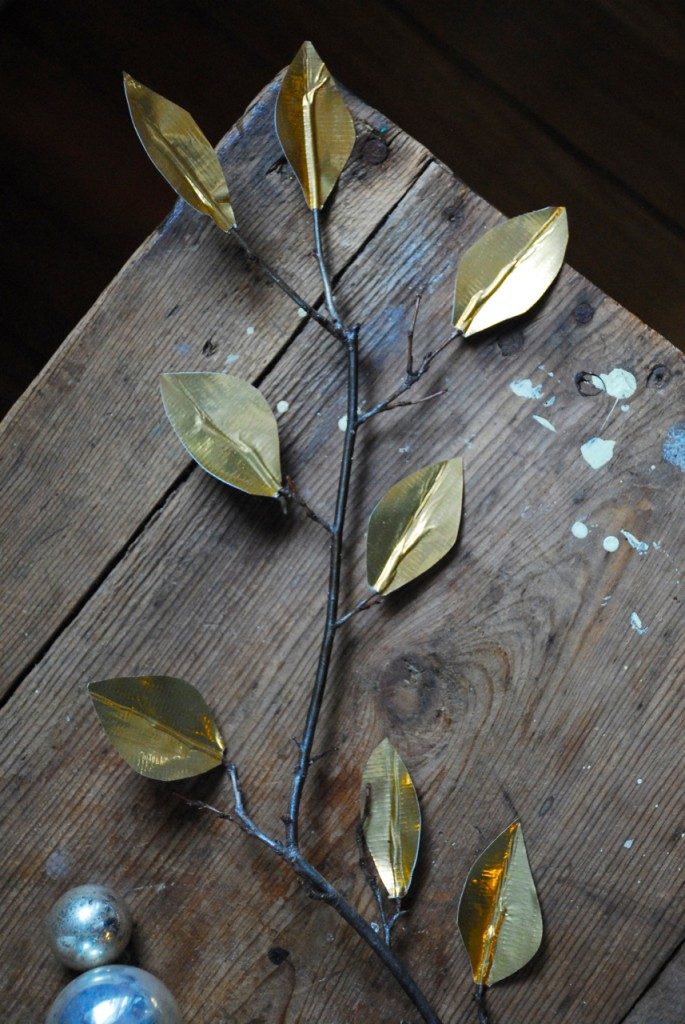 family chic gold leaves