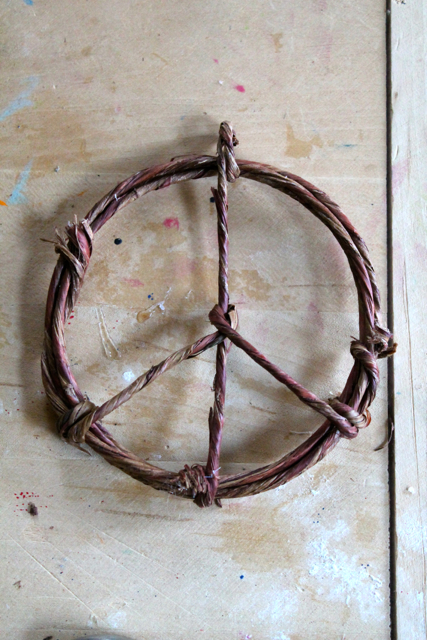 peace sign ornament 4th step